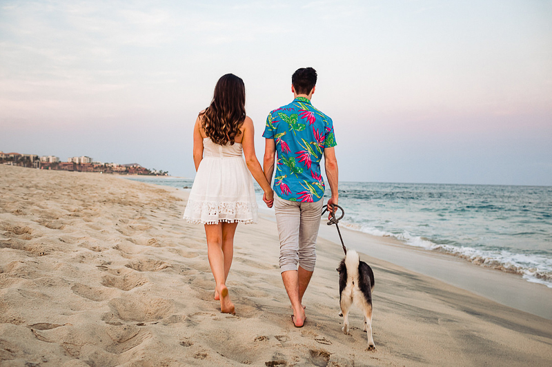 dog-friendly beach engagement session ©Fabi Rosas Photography, Los Cabos, Mexico