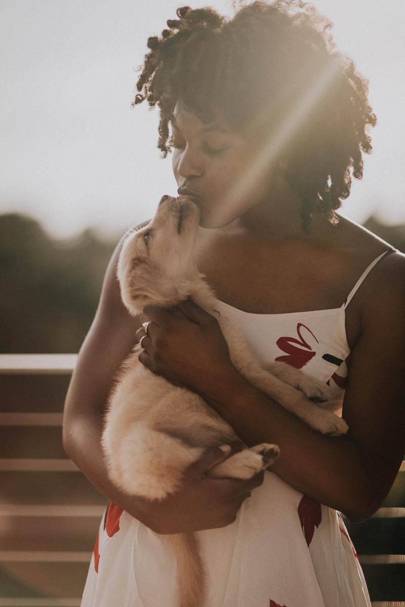 woman kissing Golden Retriever puppy, dog mom | ©Sheena Shahangian Photography