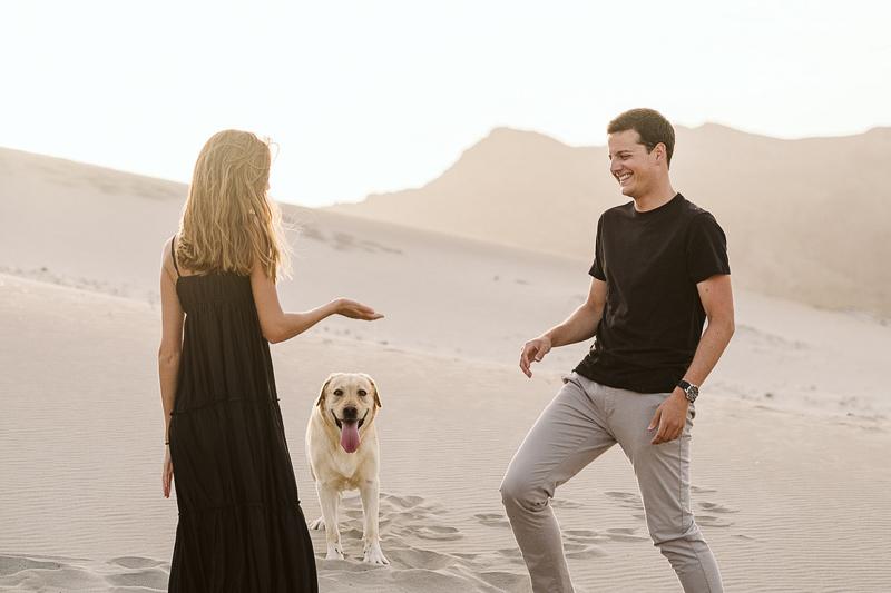 dog-friendly engagement session ideas, desert photography ideas | ©Blancorazon Weddings